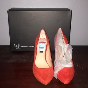 INC red pumps